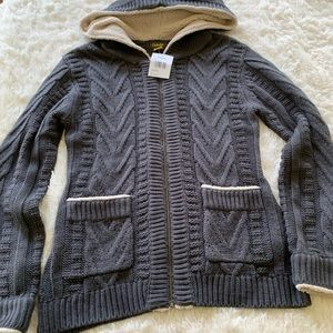 Cabella's zipup sweater with hood & front pockets